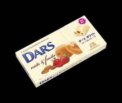 「ダース ナッツ&フルーツ」(税抜170円)はミルクチョコレートにドライクランベリー、オレンジピール、クラッシュアーモンドを練り込んだ贅沢な一品