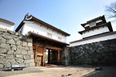 県指定の有形文化財である福岡城下之橋御門