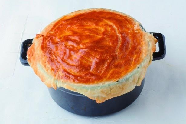 こんなフレンチトースト、見たことない!サクサクとパイを割るとリンゴの香りと共にフレンチトーストが出現。随所にサプライズが詰まっている
