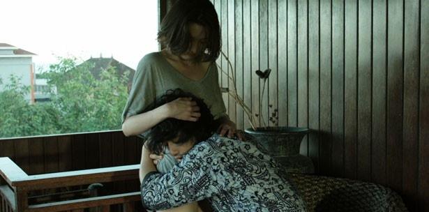 斎藤工演じる千紘は死の恐怖によって不安定に。妻役には三津谷葉子