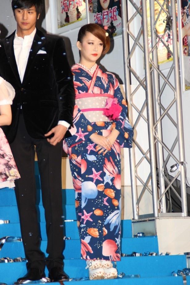 原作者の東村アキコは着物で登壇