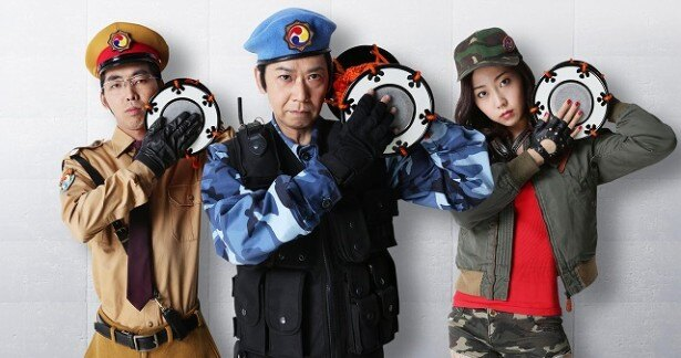 ドラマ「太鼓持ちの達人」に出演する(左から)柄本時生、手塚とおる、木南晴夏