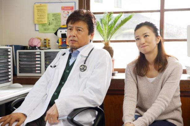 【写真を見る】鈴木京香と三浦友和が演じた素敵な夫婦は、まさに夫婦の理想型!