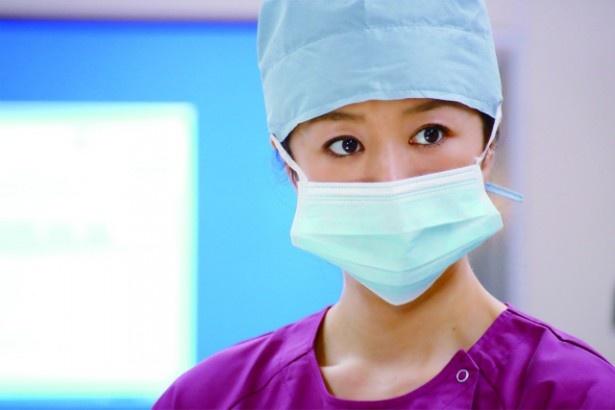 麻酔科医・川島隆子(鈴木京香)は仙台医療センターの麻酔科医長