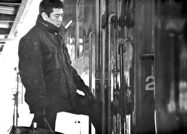 海外でも高倉健の訃報が大きく取り上げられている。写真は『駅 STATION』(81)