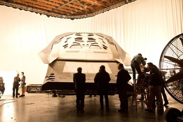 宇宙船やシャトルはグリーンスクリーンを使わず作られている
