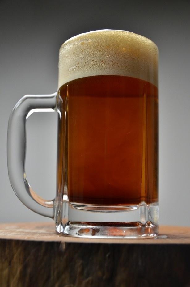 【写真を見る】驚きの変身ぶり!麦芽エキスを入れると、まるで黒ビールのような色に