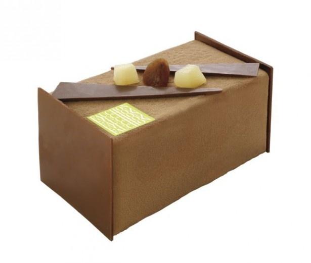 「ブッシュ マロンポアール」(税抜4000円)は、ウイスキーの香る栗のムースに洋梨を合わせ、大人の味わいに仕上げた