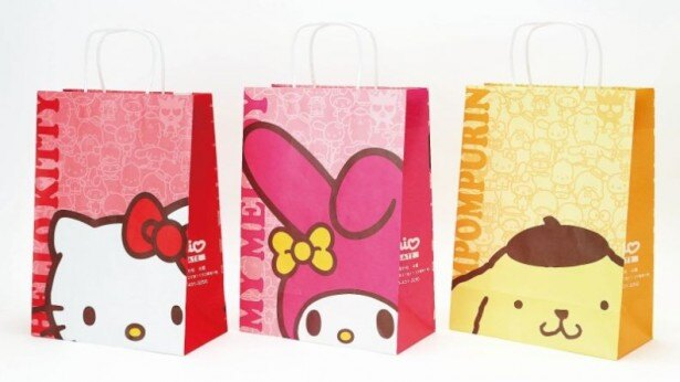 商品を購入すると、ハローキティ、マイメロディ、ポムポムプリンがデザインされたペーパーバッグに入れてもらえる