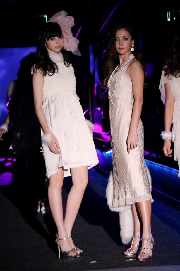 【写真を見る】クラゲをモチーフにした衣装で登場した中条あやみ(左)と土屋アンナ(右)