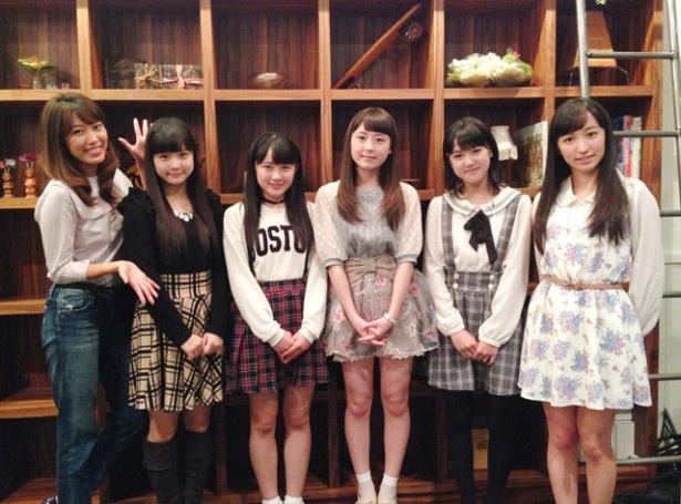 ラジオ初出演が決まったカントリー・ガールズ。写真左から里田まい、稲場愛香、森戸知沙希、島村嬉唄、小関舞、山木梨沙