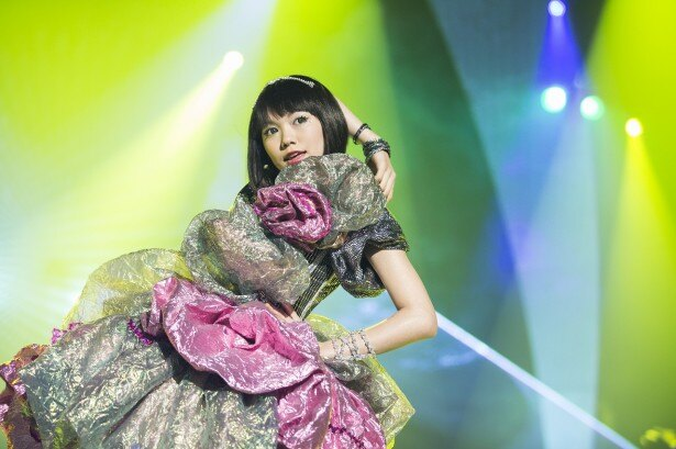 【写真を見る】二階堂ふみがトップアイドル宇田川咲役に扮し、女優オーラ全開!