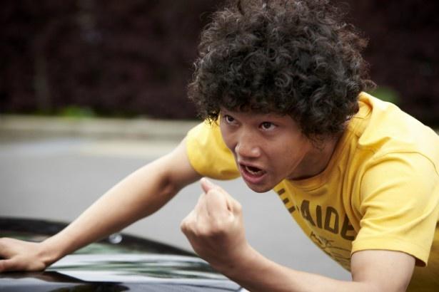 勉強もスポーツもできないが、熱いロック魂を持つ日々沼拓郎(野村周平)