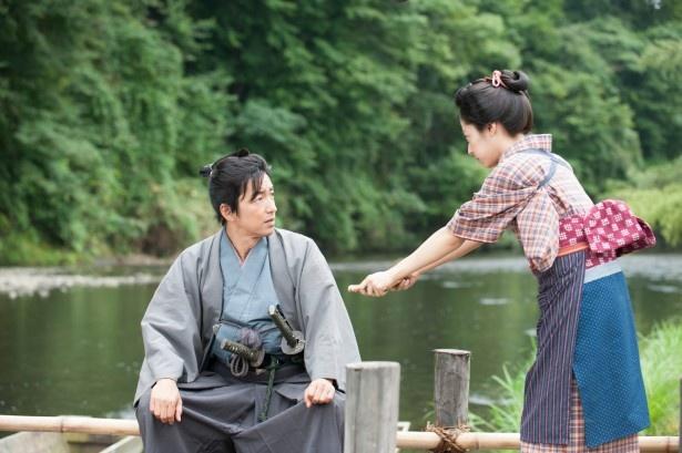 「花燃ゆ」第2話より。左から、小田村伊之助(大沢たかお)と文(井上真央)