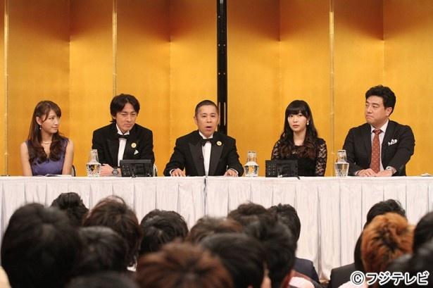 事前番組において、岡村隆史(中央)の口から「THE MANZAI 2014」の重大発表が!?