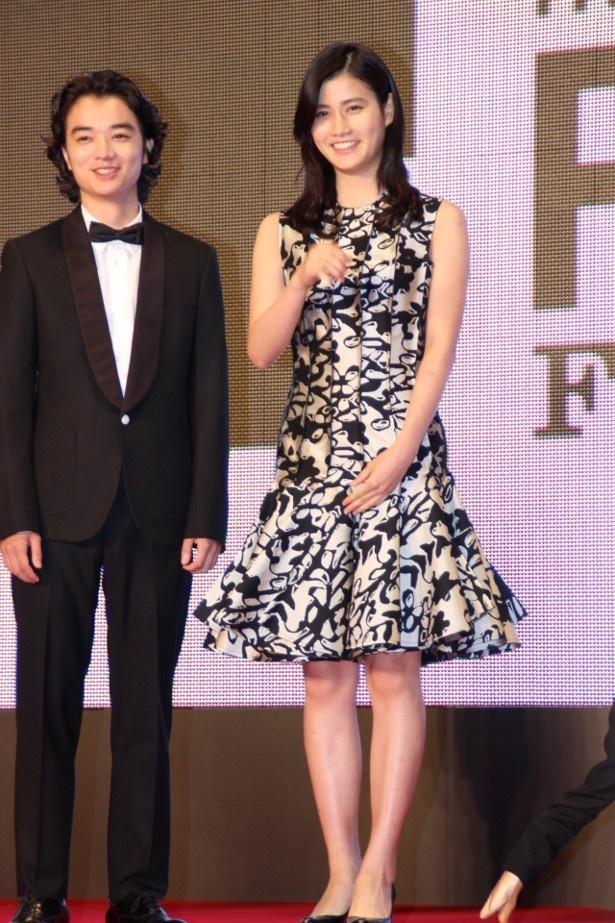 【写真を見る】東京国際映画祭でレッドカーペットを歩いた染谷将太と橋本愛