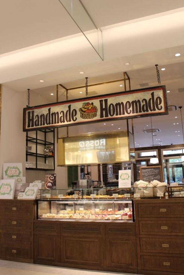 新宿で人気のパイ&タルトカフェ、ハンドベイクス。全てのメニューを店内のキッチンで作り、出来立てのおいしさを提供する