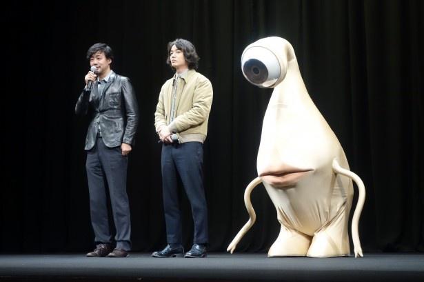 """""""存在しないミギー""""と共演した染谷に、山崎監督は「染谷君がパントマイム得意でラッキーでした」"""
