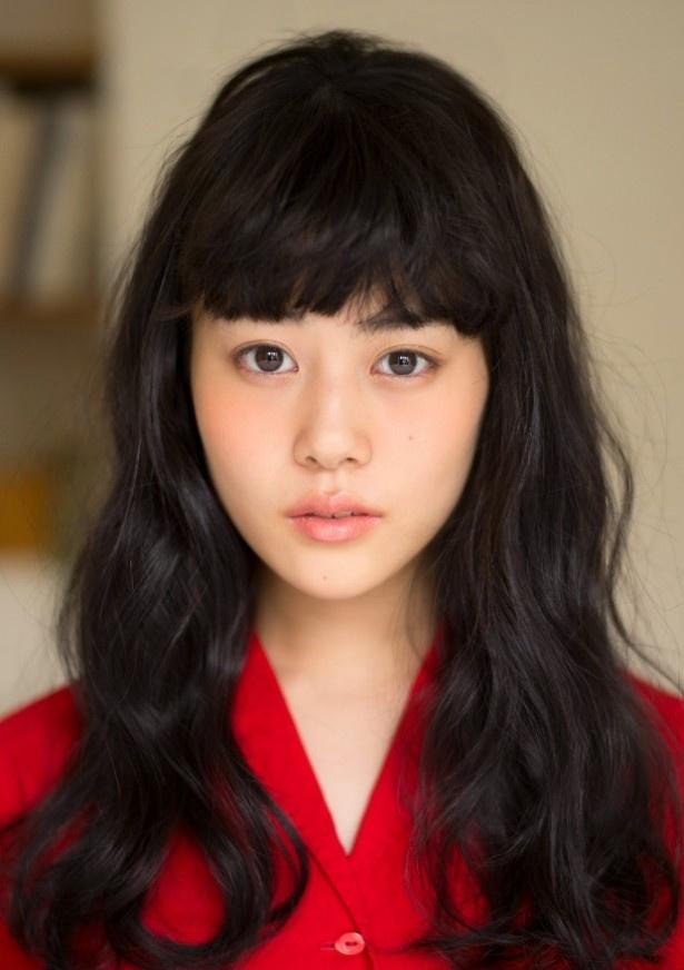 たま子の元同僚で恋愛依存症の川奈藍里役の高畑充希