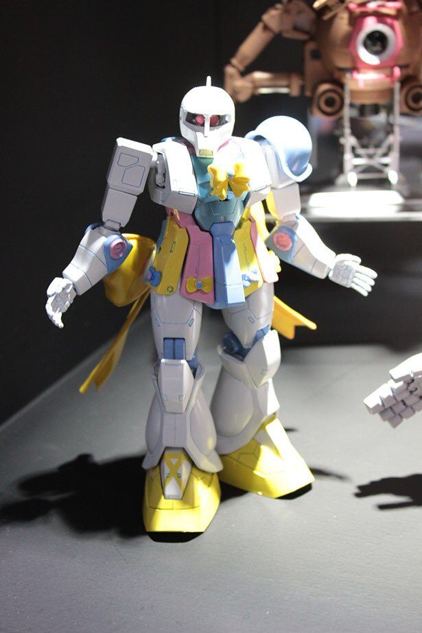SKE48の須田亜香里の作品も展示。「地道で泥臭い」をコンセプトに旧ザクに自身をオーバーラップさせたそうだ