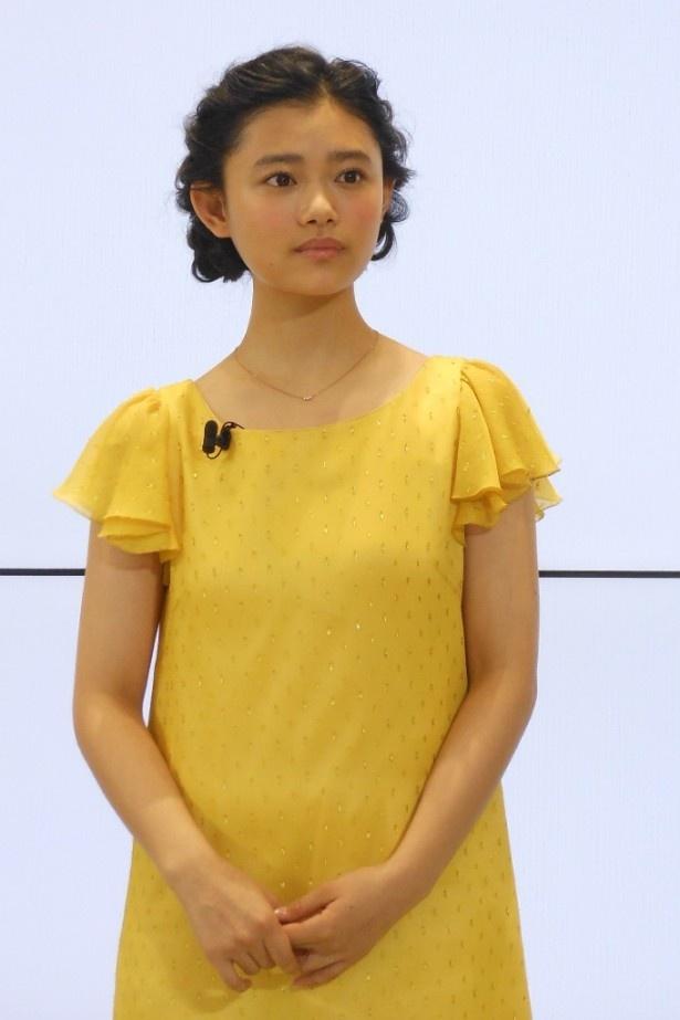 黄色ワンピの杉咲花