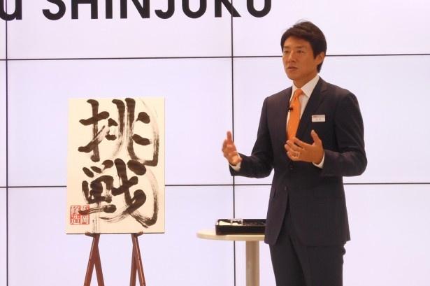 """書き終えた松岡は「錦織圭選手が入った""""スーパーゾーン""""を体験できた。何も聞こえない。何をやってもうまくいった」と自身の愛弟子をたとえにコメント"""