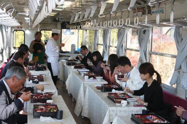 「じねんじょ列車」は2001年12月以来、毎冬運行している人気イベントだ