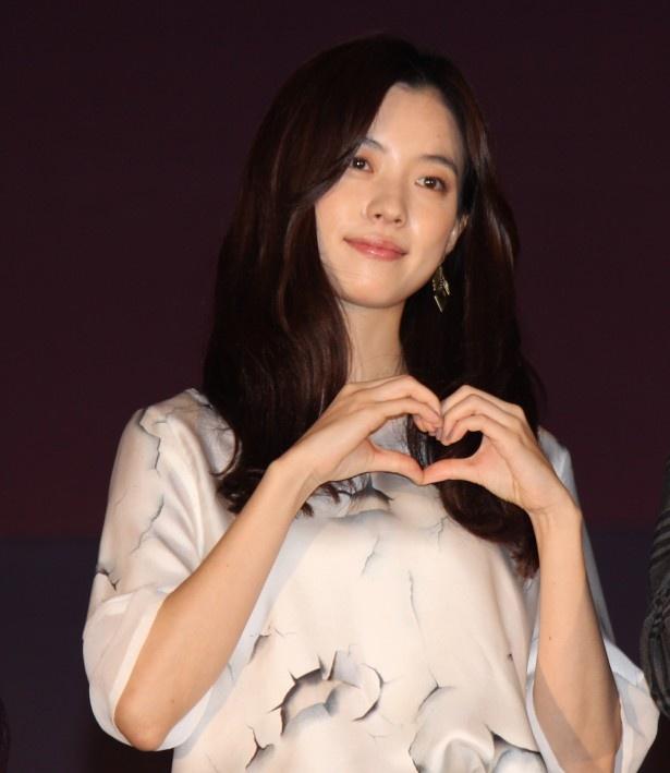 『MIRACLE デビクロくんの恋と魔法』の初日舞台挨拶に登場したハン・ヒョジュ