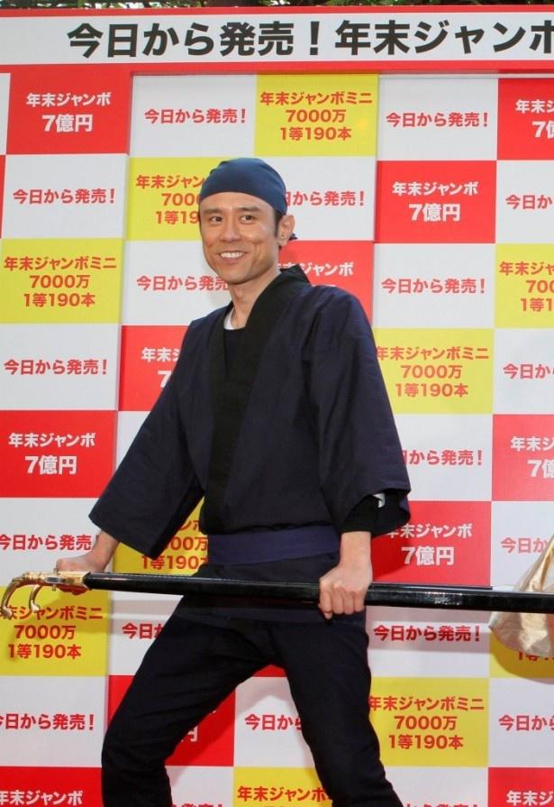原田は「CMの撮影では、いつも米倉さんの一等賞金の使い道を話して楽しんでいます」と語る