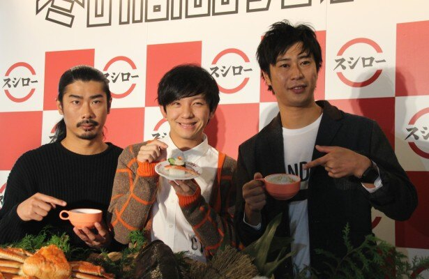スシロー「冬の商品発表会」に登場したパンサーの(左から)菅良太郎、向井慧、尾形貴弘