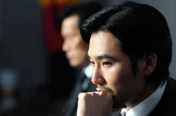 劇中でのセリフは多くはないが、存在感たっぷりの松田龍平