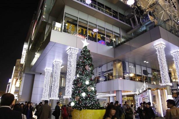 SUNSHINE SAKAE前にSKE48仕様のクリスマスツリーが出現
