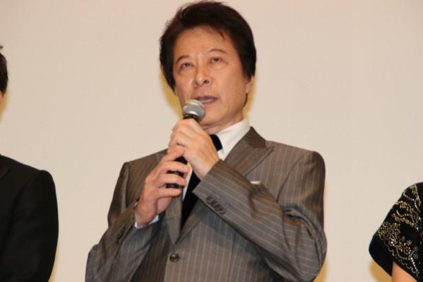 ポールダンサーのマネージャー的存在の明珍ジョニー役の鹿賀丈史