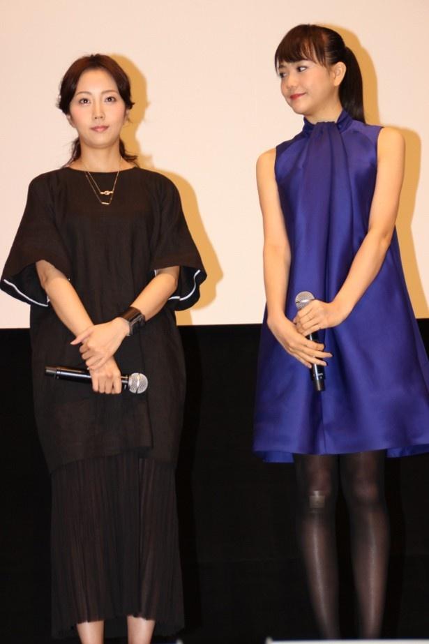 木南晴夏と松井愛莉の全身ショット