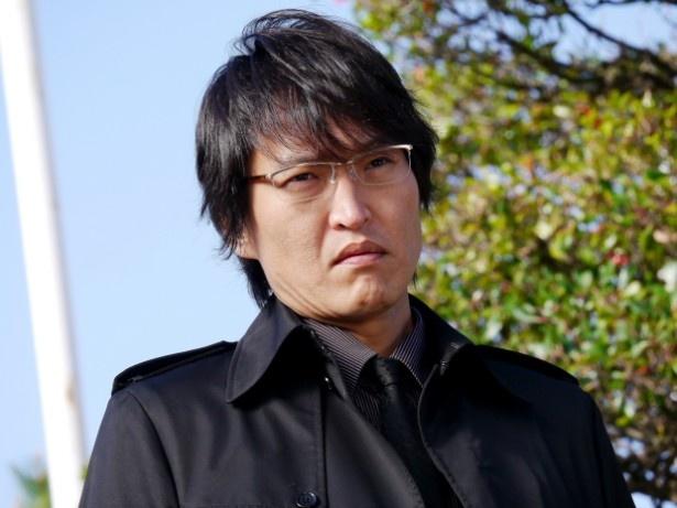 「新・ミナミの帝王」の新作で、千原ジュニア演じる萬田銀次郎がブラック企業や詐欺師と対決