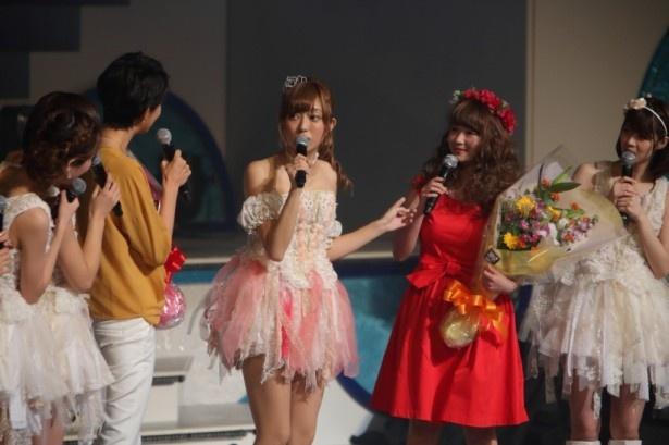 森本さやかアナと赤い衣装で最も目立ってしまった(?)谷澤恵里香が駆け付ける