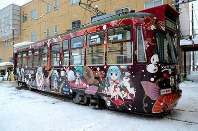 2013年版は「ねんどろいど 雪ミク いちご白無垢Ver.」で和風テイストに装飾
