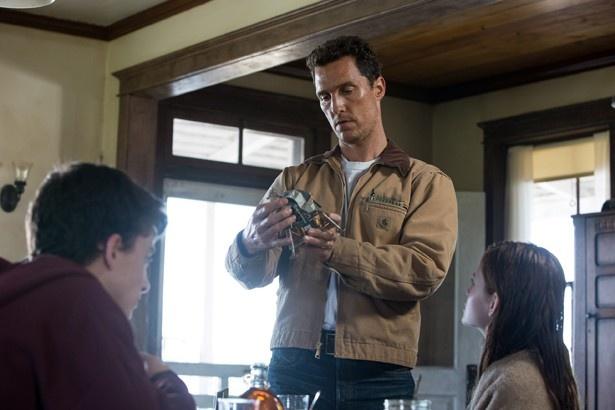 【写真を見る】『インターステラー』は愛する家族を守ろうとする父親のヒューマンドラマでもある