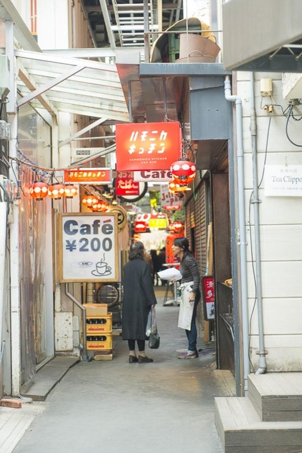 2014年に1位を獲得した吉祥寺のハーモニカ横丁には老舗店が並び、いつも多くの人でにぎわっている!