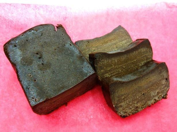 LE PATISSERIE HIDE(群馬県)の「極上焼きショコラ」(1500円)はとろける食感が特徴