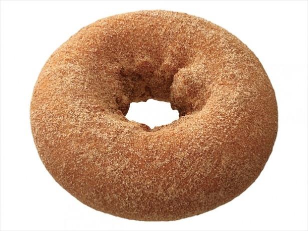 「シナモン」(108円)は、ケーキ生地にシナモンシュガーをまぶしたドーナツ