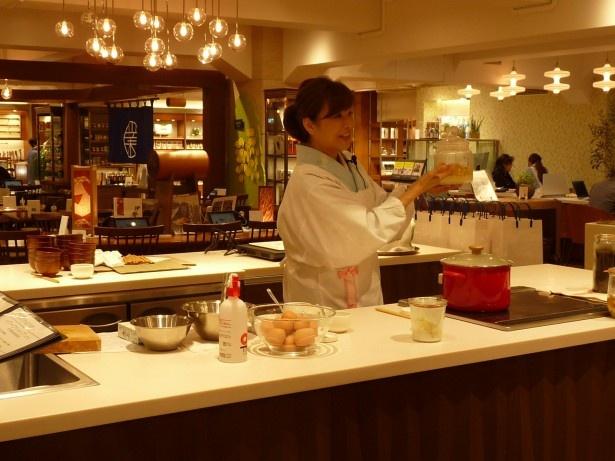 料理家の井澤由美子さん。「レモン塩はぜひ和の料理にも活用してほしいですね」