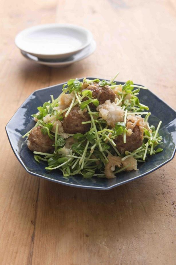 「豚だんごみぞれあえ」はおろしポン酢のあっさり味。生の豆苗の食感もいい。