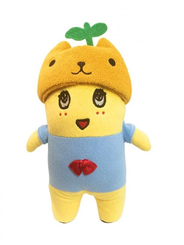 【写真を見る】カピバラさんの帽子をかぶったふなっしーのぬいぐるみ(税抜1800円)