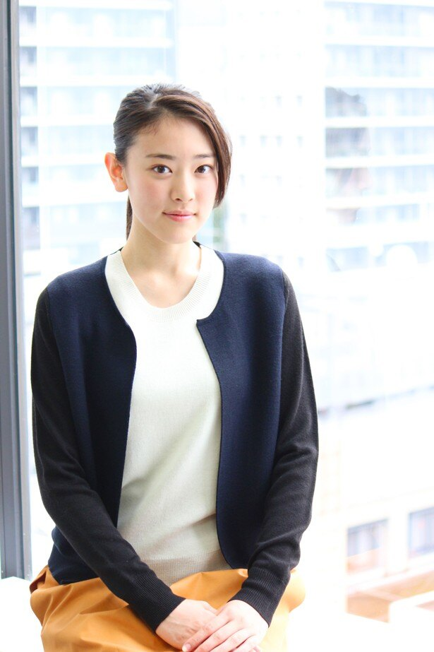 【写真を見る】「演技のお仕事に携わりたい!」と語る水上京香とは果たしてどんな人物!?