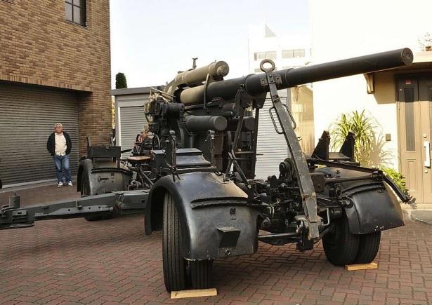 海洋堂社屋前では宮脇社長のミリタリーコレクションも披露された。写真は大2寺世界大戦で使われたドイツ軍の88ミリ高射砲