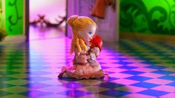 くるみ割り人形のことが大好きになるクララ