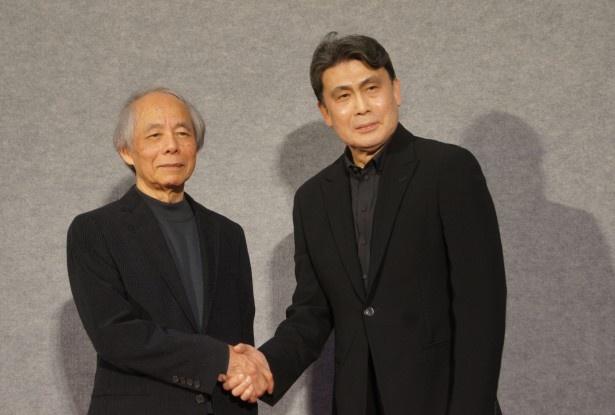 特集ドラマ「ナイフの行方」の記者会見に登場した松本幸四郎(右)と山田太一(左)