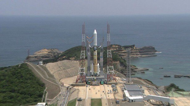 【写真を見る】宇宙航空研究開発機構(JAXA)が種子島宇宙センターからライブ配信を行う。そのパブリックビューイング会場としてソラリアプラザ ゼファが選ばれた