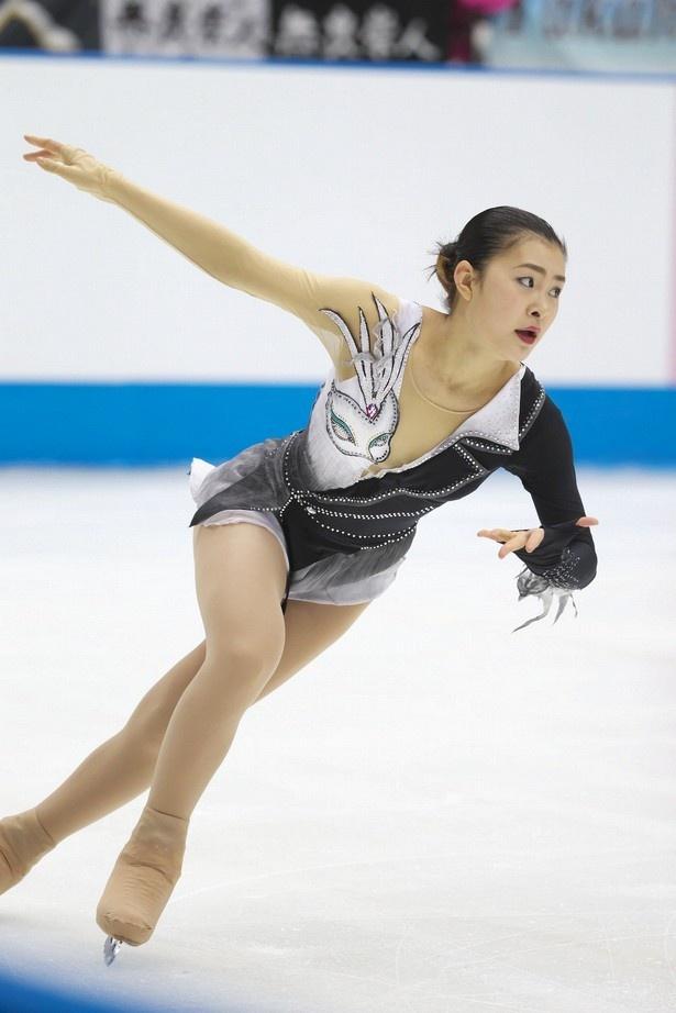 ジャパンオープン2014での村上佳菜子の演技。徐々に調子を上げており、NHK杯では優勝を狙う